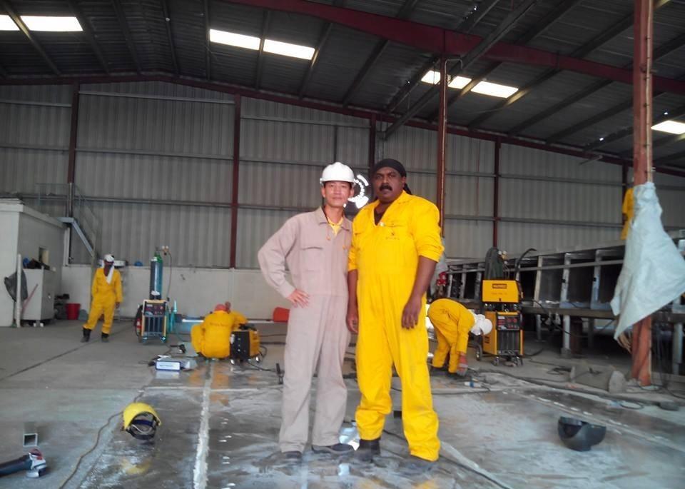 hình ảnh anh em lao động làm việc tại seven seaship dubai
