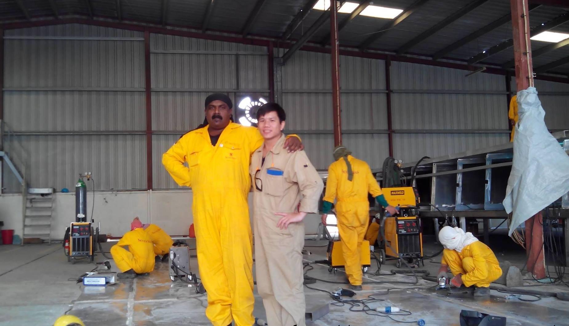 hình ảnh anh em lao động làm việc tại seven seaship dubai 4